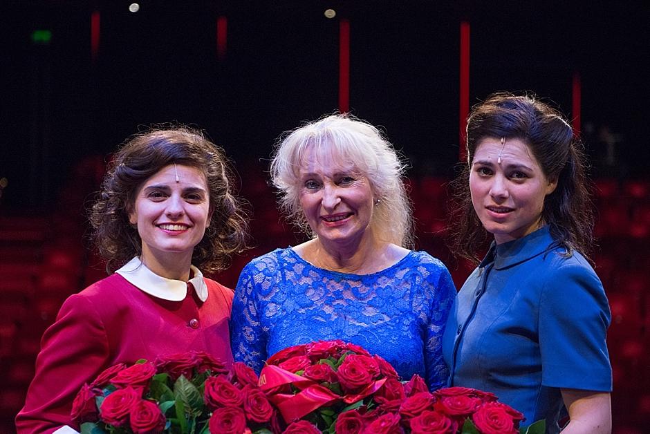 Rosa da Silva, Tessa de Loo en Hanna van Vliet tijdens de première van de musical De Tweeling in het DeLaMar Theater