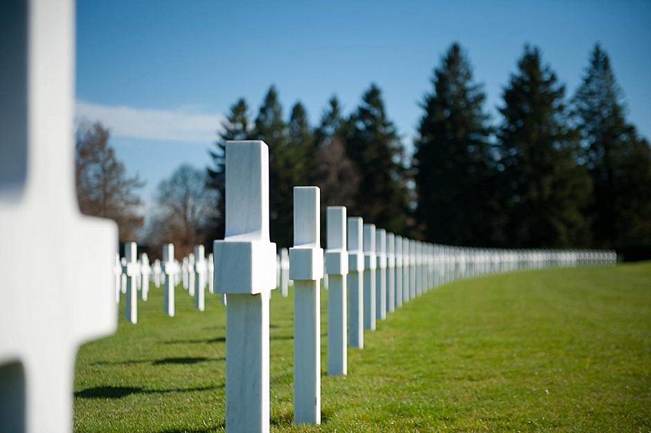 Begraafplaats voor Amerikaanse gevallenen tijdens de tweede wereldoorlog in België tijdens een persreis