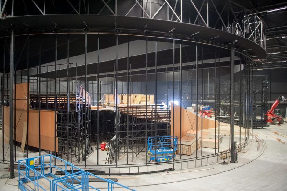 Bouw van het decor en de tribune van Theater Amsterdam