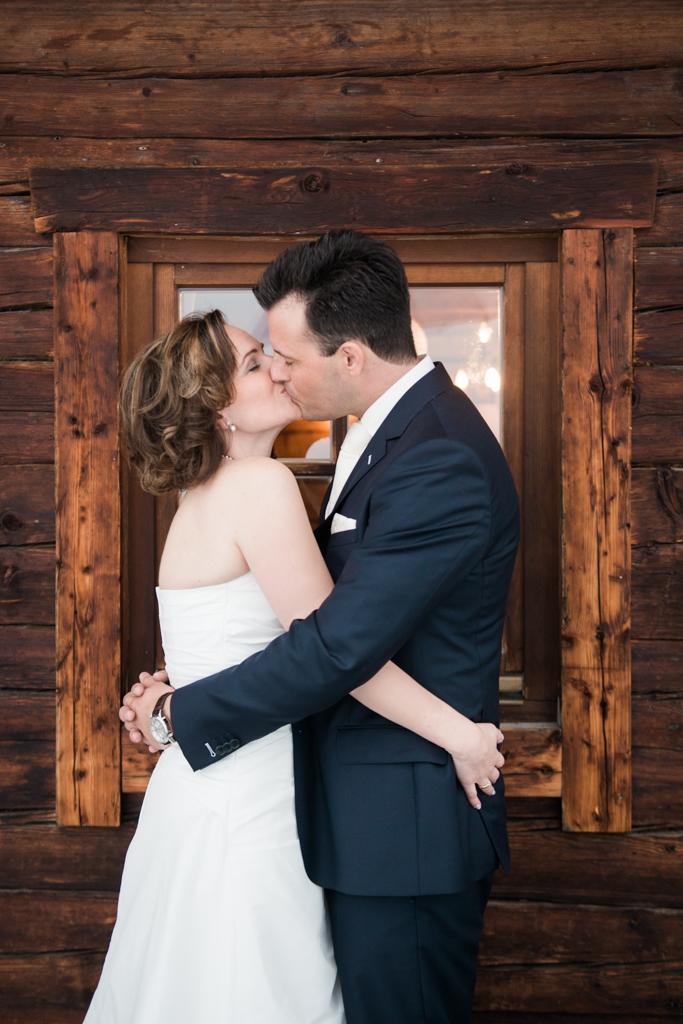 Bruidspaar in Oostenrijk op hun bruiloft georganiseerd door Trouweninoostenrijk.nl