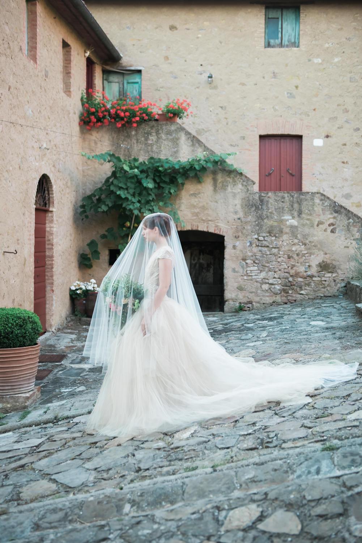 Een bruid in Italië op weg naar haar bruiloft