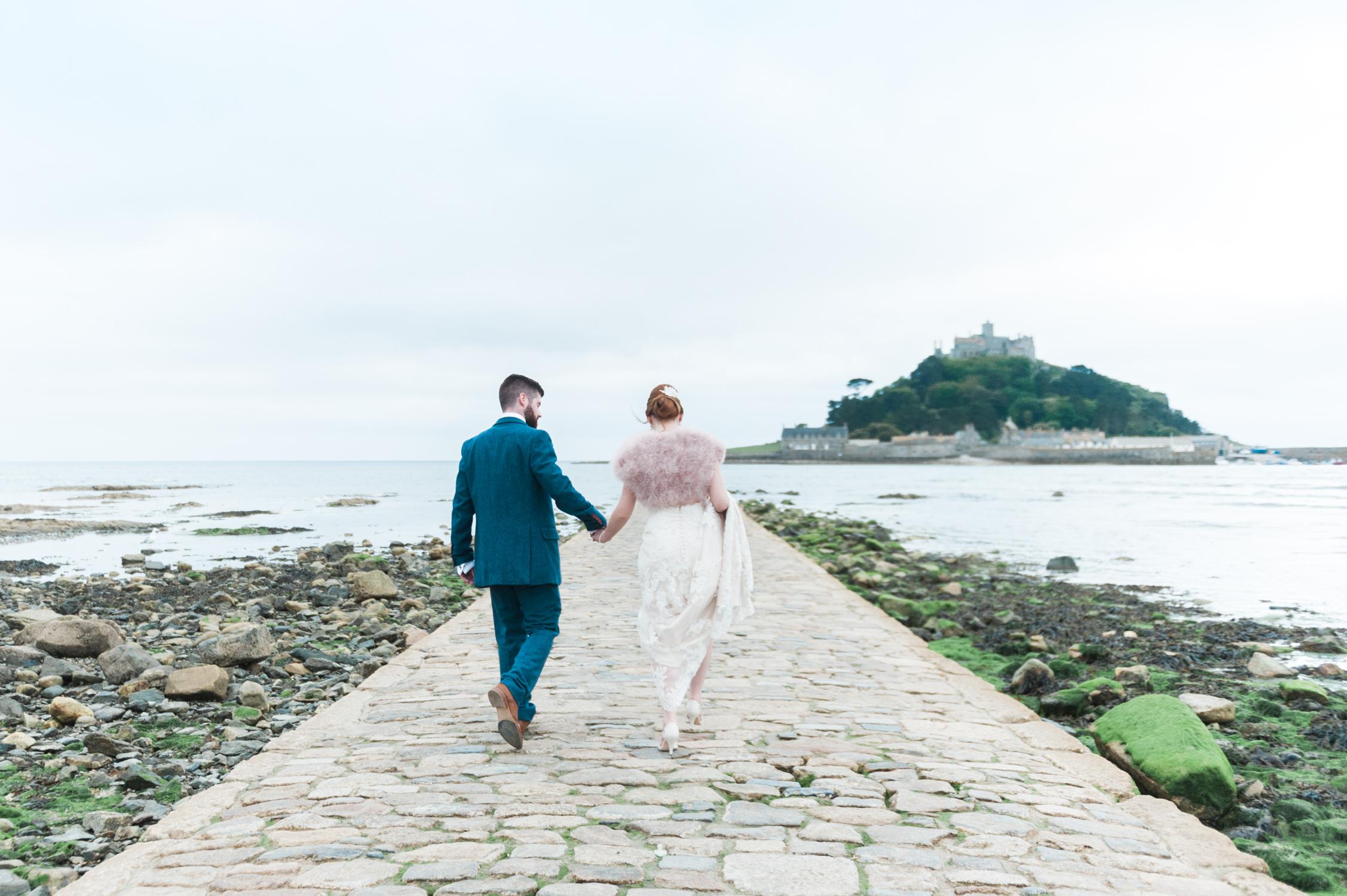 Bruidspaar in Cornwall in Engeland gefotografeerd door een Nederlandse trouwfotograaf