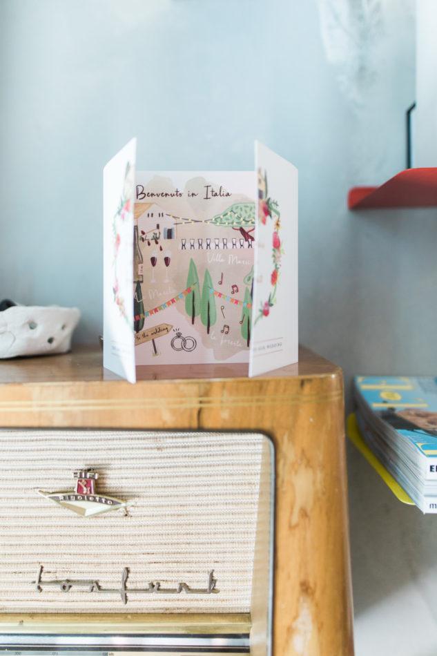 Uitnodiging voor bruiloft in Villa Marsi in Le Marche vastgelegd bij een nederlandse trouwfotograaf