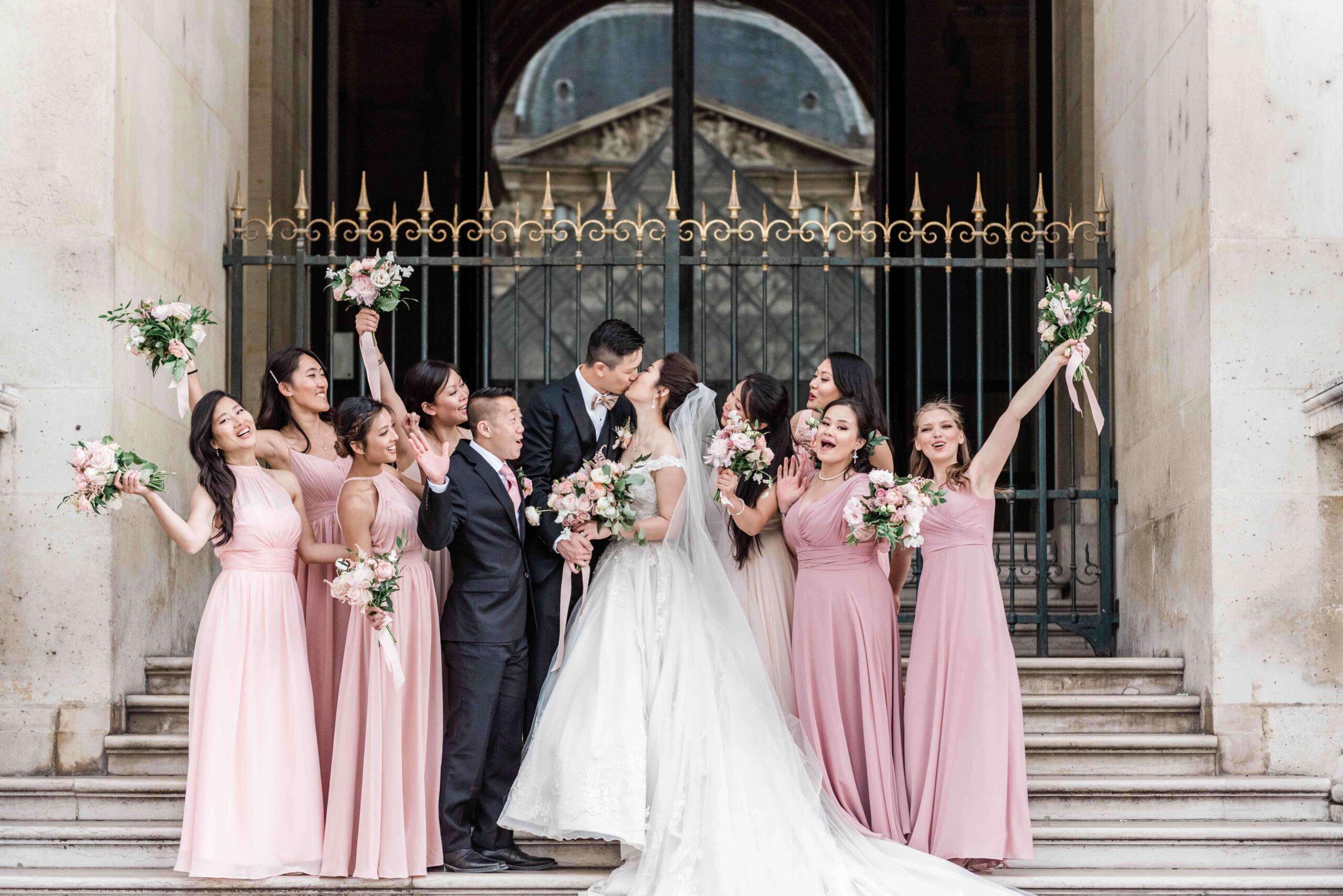 Een bridal party met bruidsmeisjes, een maid of honour en een best man